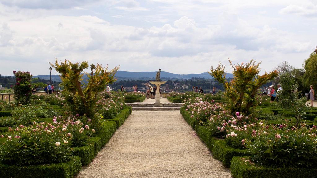Uma vista dos Jardins Boboli. Foto de interbeat