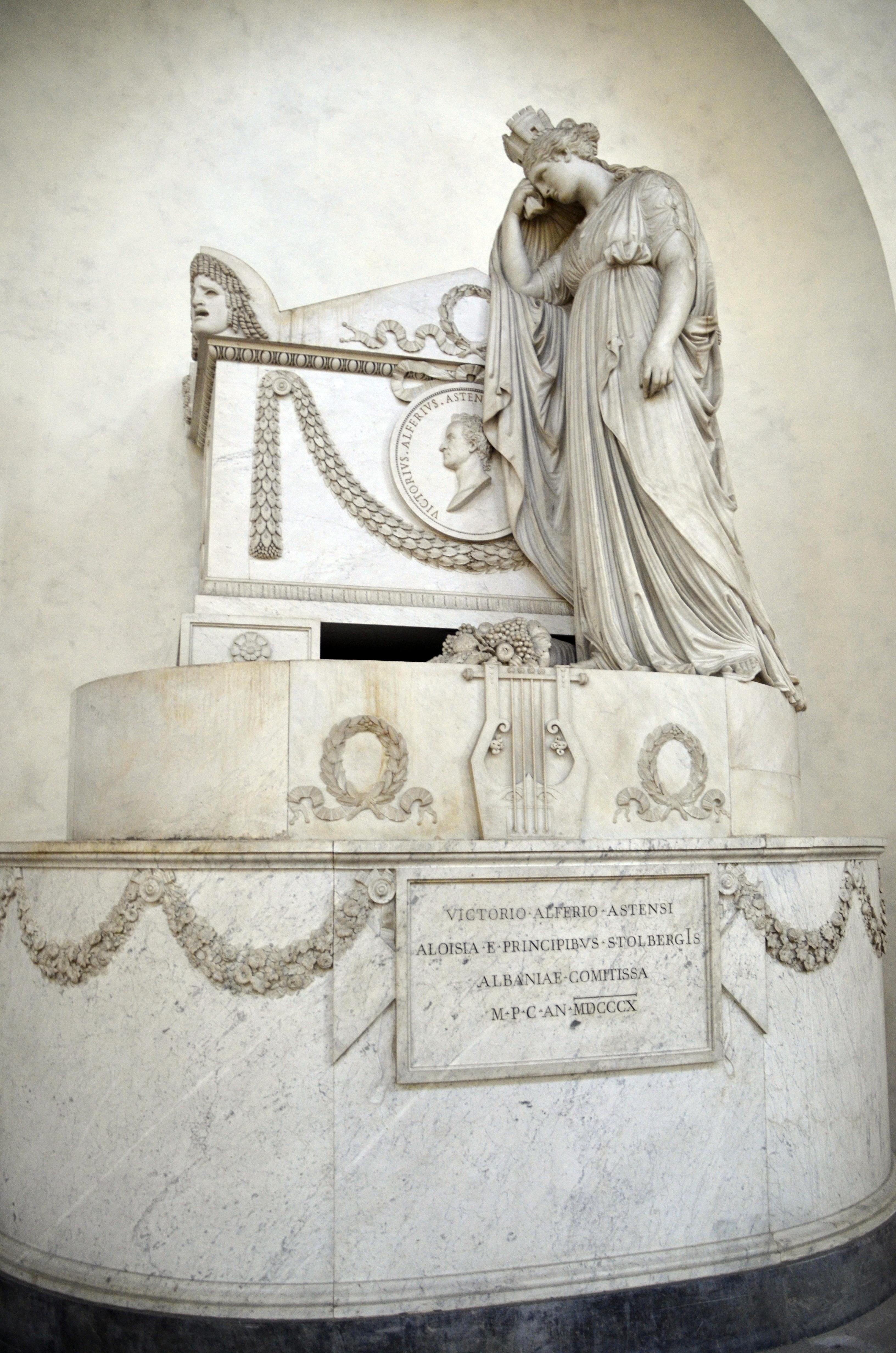 Monumento Funerário de Vittorio Alfieri. Foto de SpirosK photography