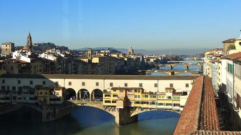 O Corredor Vasari e o Ponte Vecchio em Florença